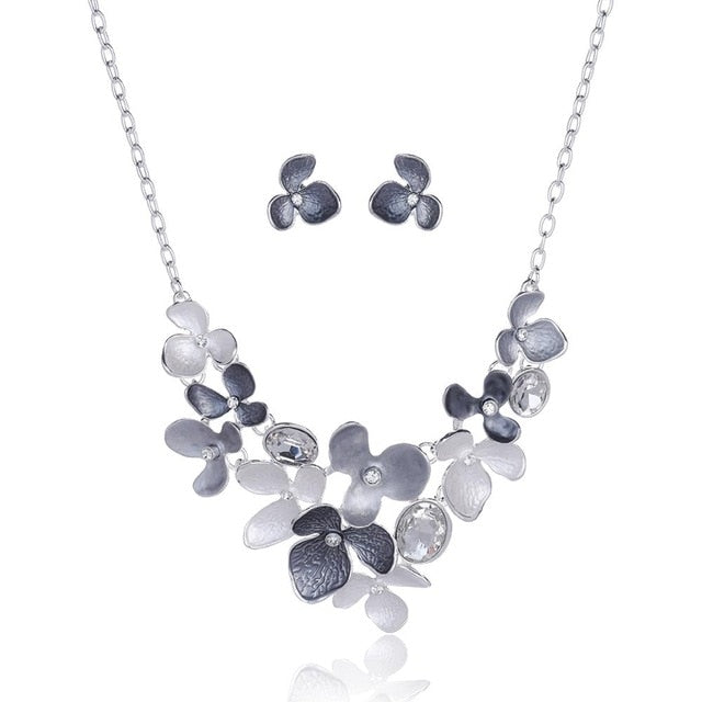 Necklace, Trendy Crystal Flower Choker Necklace for Women