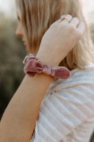 Mini Bow Ribbed Velvet Scrunchie - Mauve