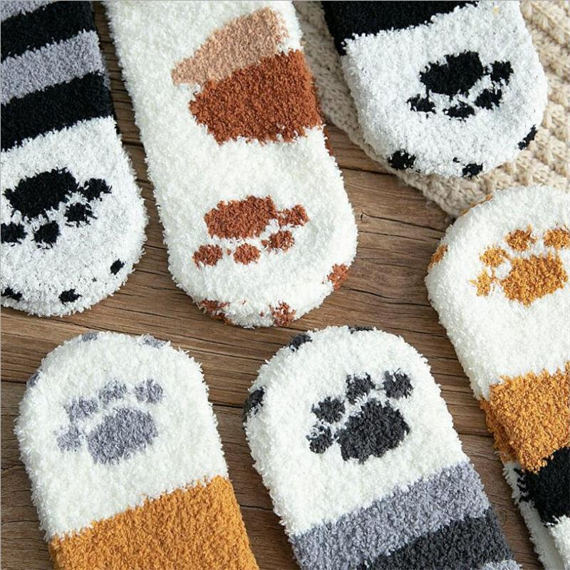 Two rows of 3 pairs of paw socks each. All models are featured.