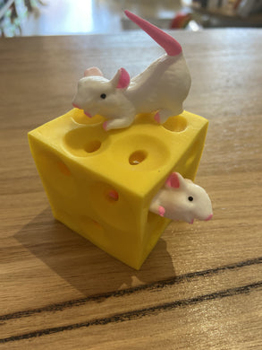 Stretchy Cheese Block with Mice