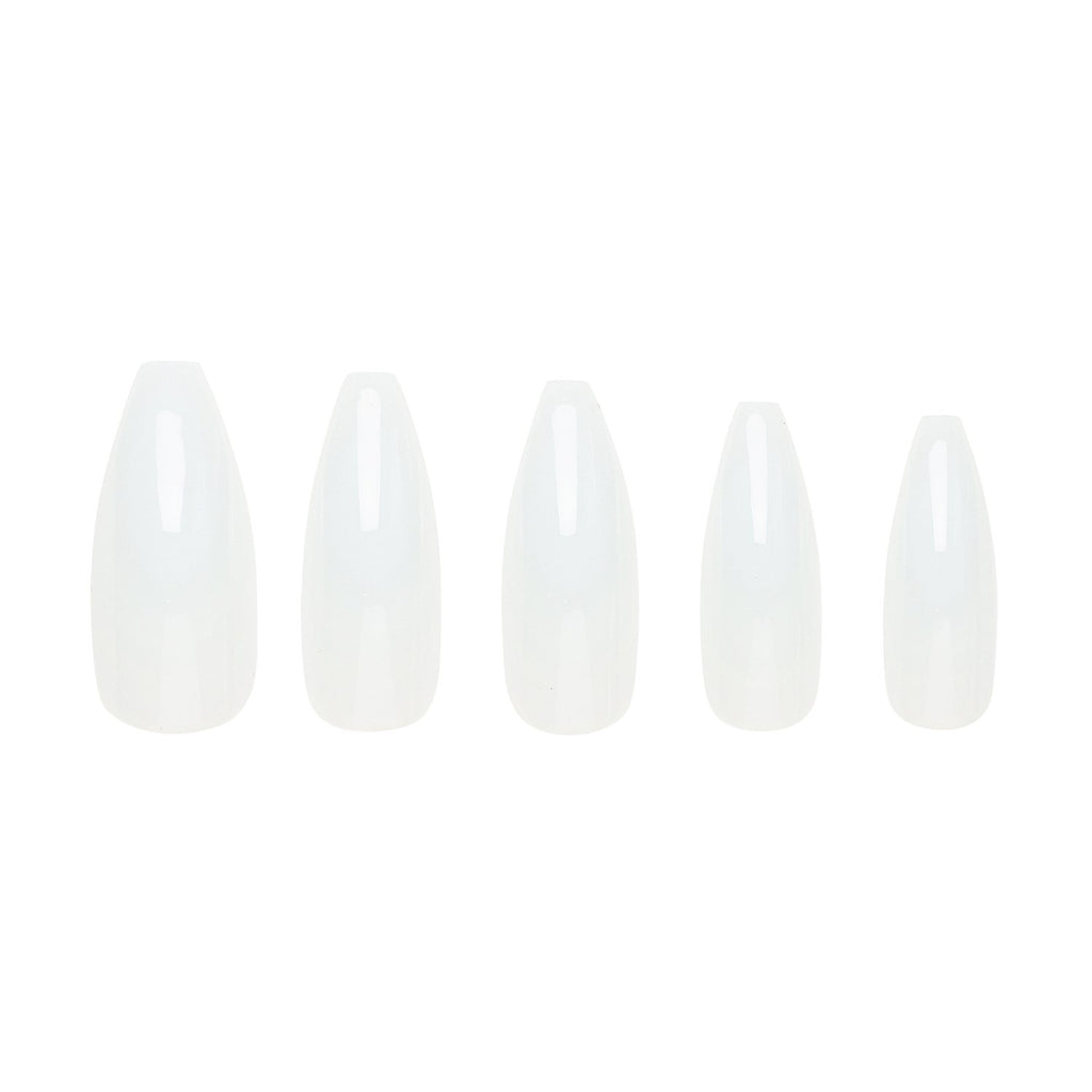 Très She Cream Puff milky jelly nails in different sizes