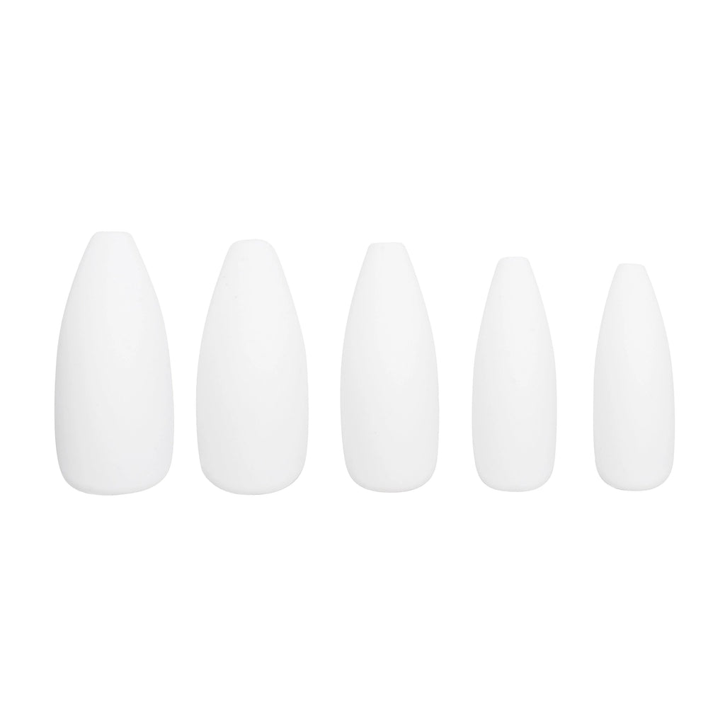 Five Très She Matte White Press On Nails in different sizes