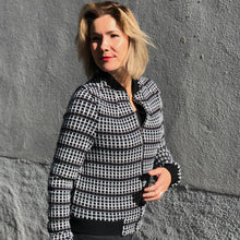 Afbeelding in Gallery-weergave laden, AW2020 Vicky bomber.