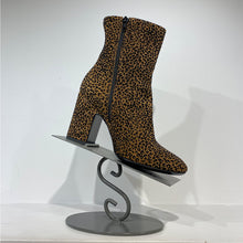 Load image into Gallery viewer, Cheetah suede print stack heel