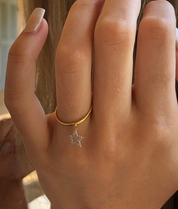 FLOATING STAR RING. BLACK DIAMONDS .
