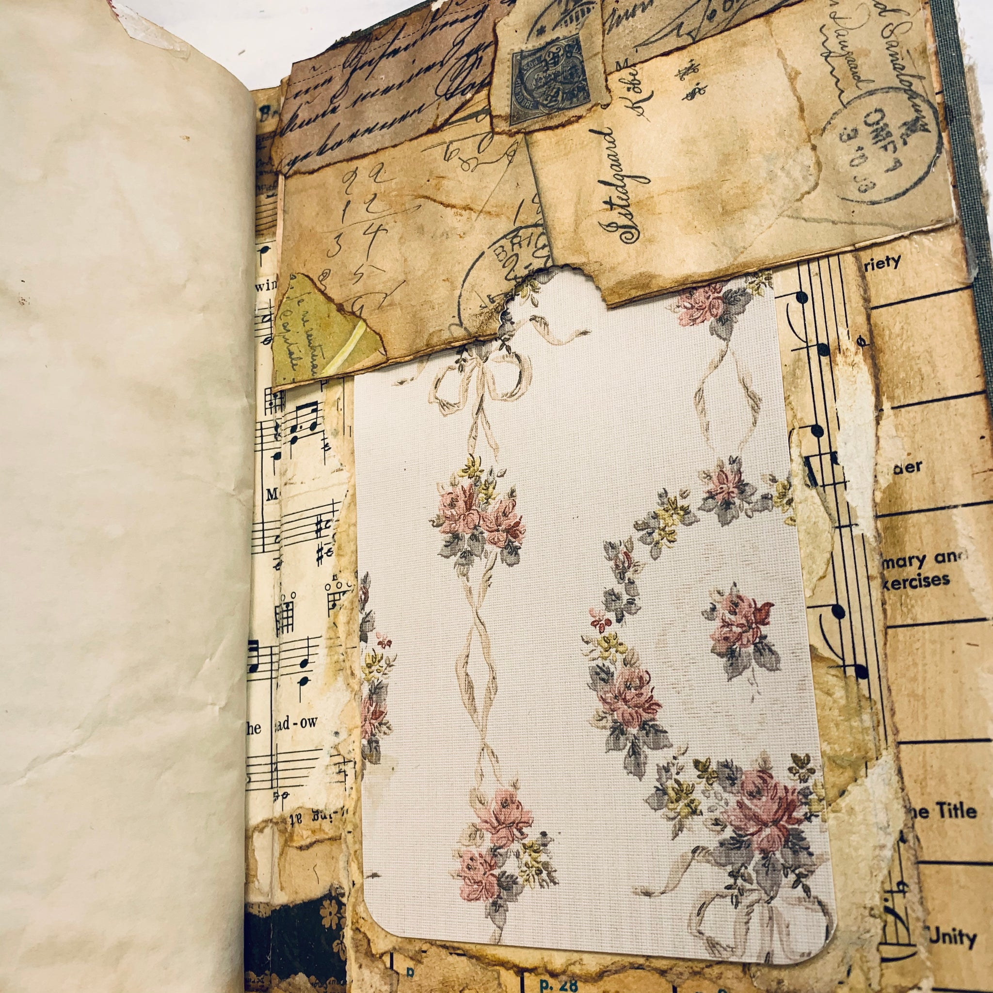 Red Bow Junk Journal by Beatriz Barraza
