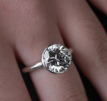 Load image into Gallery viewer, Solitaire Zircon Ring - Ceeb Wassermann Jewellery