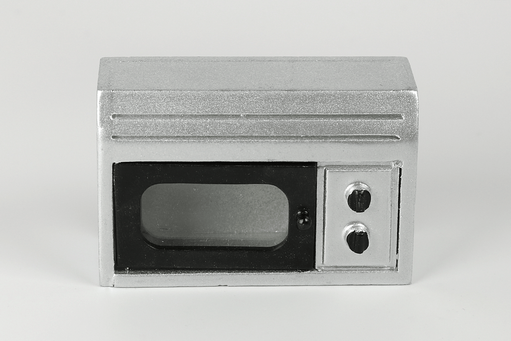 Microwave in Silver