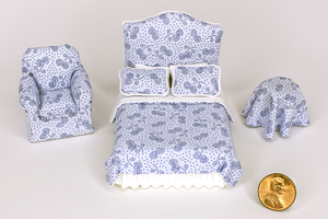 Half Scale Pale Blue Leaf-Dot Print 3-Piece Bed Set