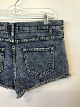 Load image into Gallery viewer, Forever 21 Shorts Sz. 11