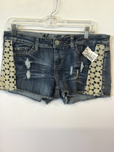 Load image into Gallery viewer, Vanilla Star Shorts Sz. 11
