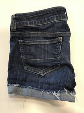 Load image into Gallery viewer, American Eagle Shorts Sz. 3/4