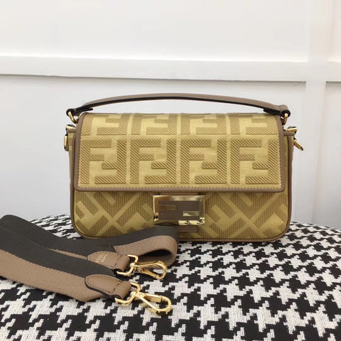 FENDI BAGUETTE Natural straw