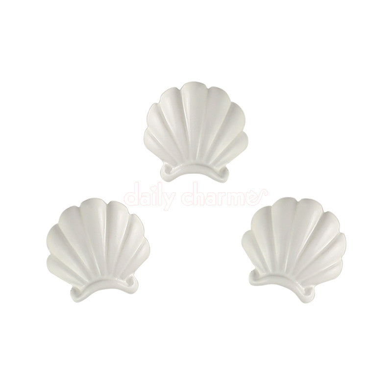 Clou Mermaid Shell Charm / White