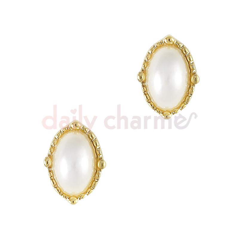 Ornate Framed Pearl / Gold Nail Art Jewelry