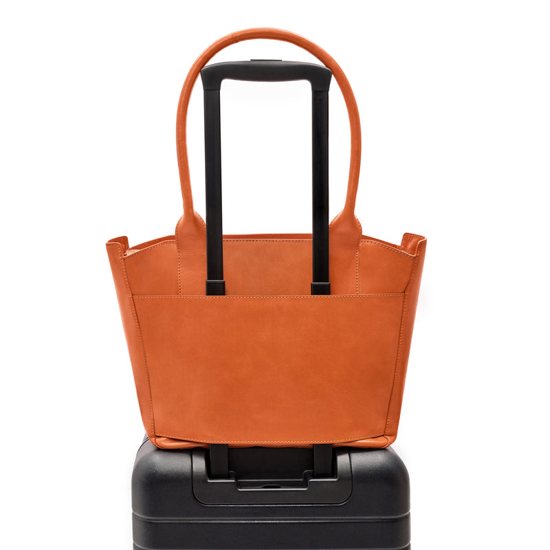 Tote bag in orange croc embossed leather on carry on