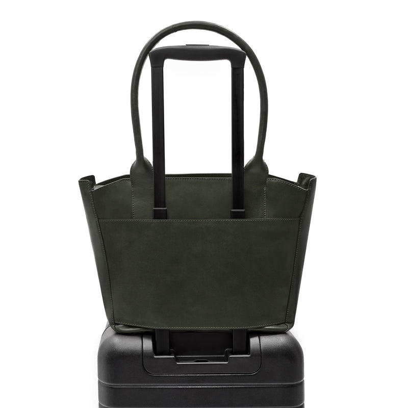 Tote bag in forrest green croc embossed leather on carry on