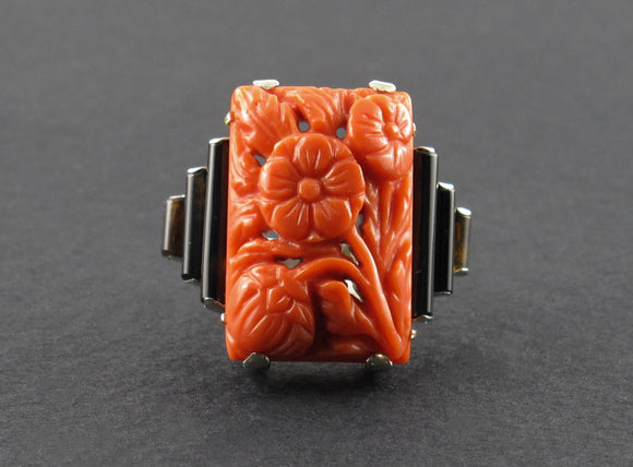 Art Déco carved coral and onyx ring, 1925