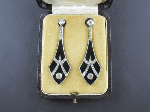 Art Déco platinum, diamond and onyx earrings, France, 1930 c.a.