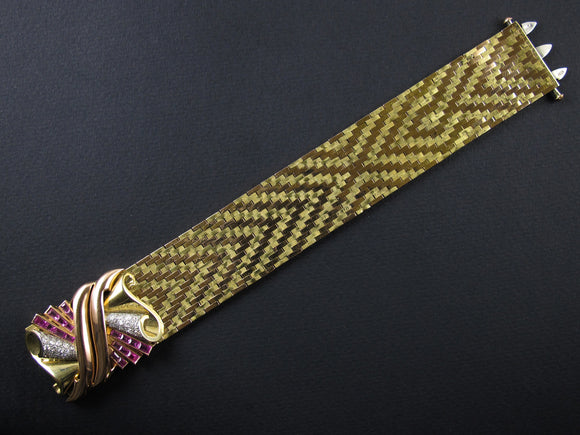 A yellow and rose gold retro bracelet with diamonds and rubies. Italy, 1935 c.a.
