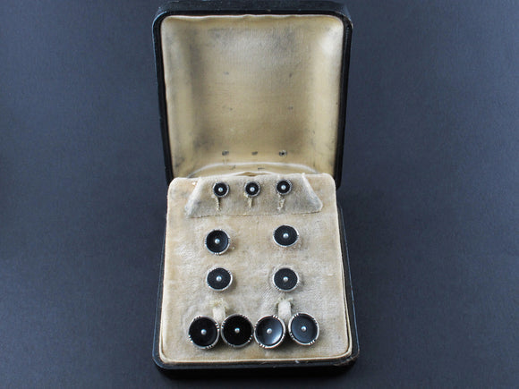 Art Déco yellow gold, platinum, onyx and natural pearls buttons and cufflinks set in original box.