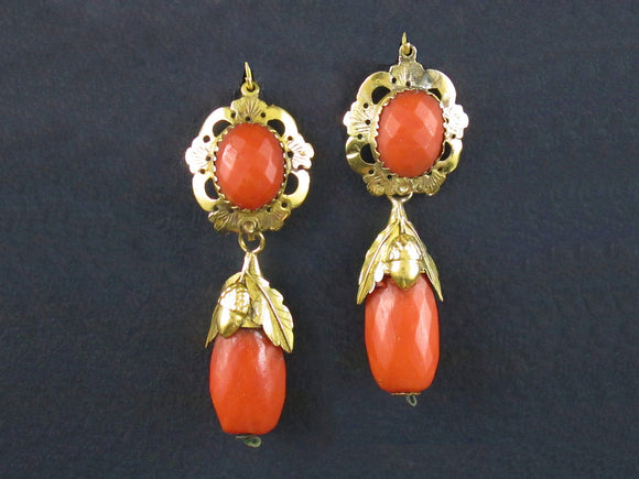 A XIX Century yellow gold and coral earrings. South of Italy