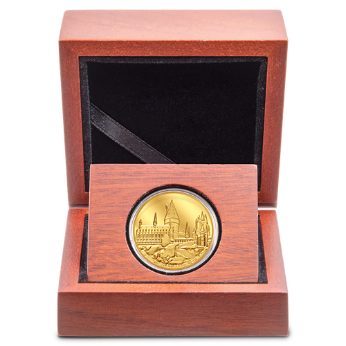 HARRY POTTER™ - Hogwarts Castle 1/4oz Gold Coin Display