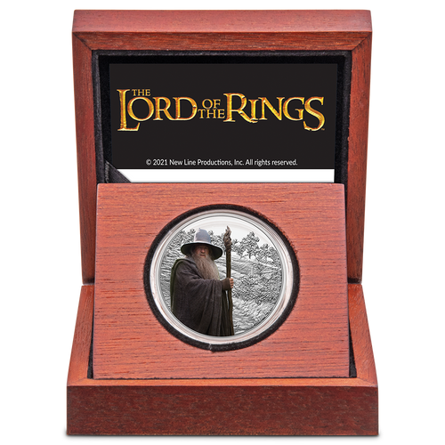 THE LORD OF THE RINGS™ – Gandalf the Grey 1oz Silver Coin Wooden Display Box Inside View