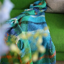Indlæs billedet i galleriviseren, Langton Cobalt Wool Throw, New Collection fra Designers Guild