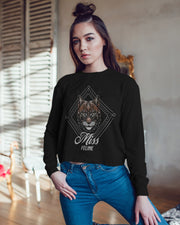 MISS FELINE (Black) - Iconic Rundhals-Sweatshirt - Juniper & Moon