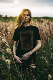 THE QUEEN OF CROWS - Premium Shirt aus Bio-Baumwolle - Juniper & Moon