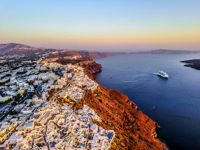 Tour Santorini on a budget