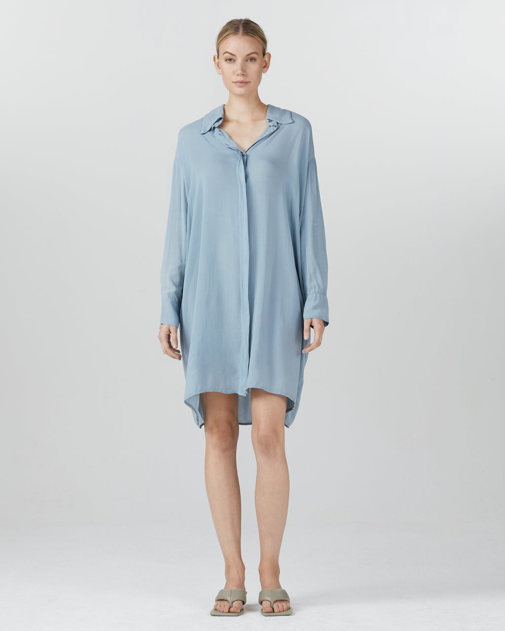 Ilse Smart Casual Dress with buttons and long sleeves
