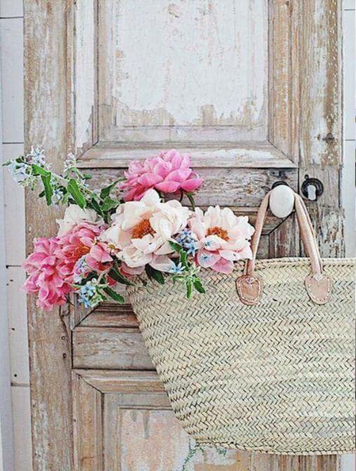 Flowers Basket on Vintage Door - diamond-painting-bliss.myshopify.com