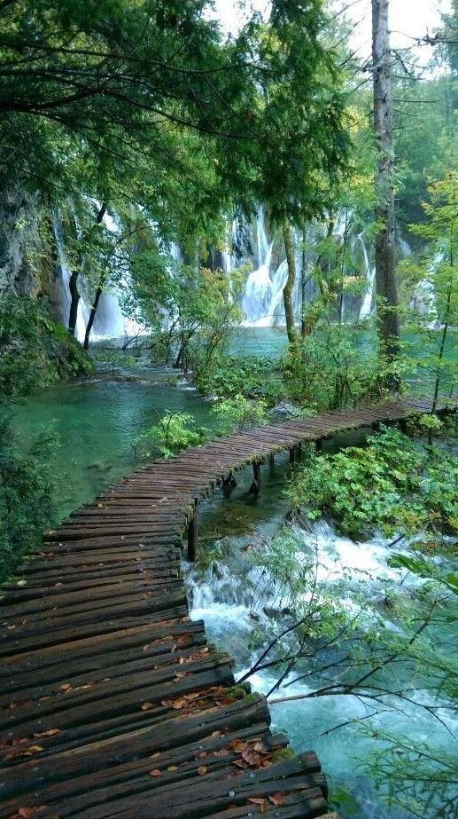 Plitvice Lake- Diamond Painting - diamond-painting-bliss.myshopify.com