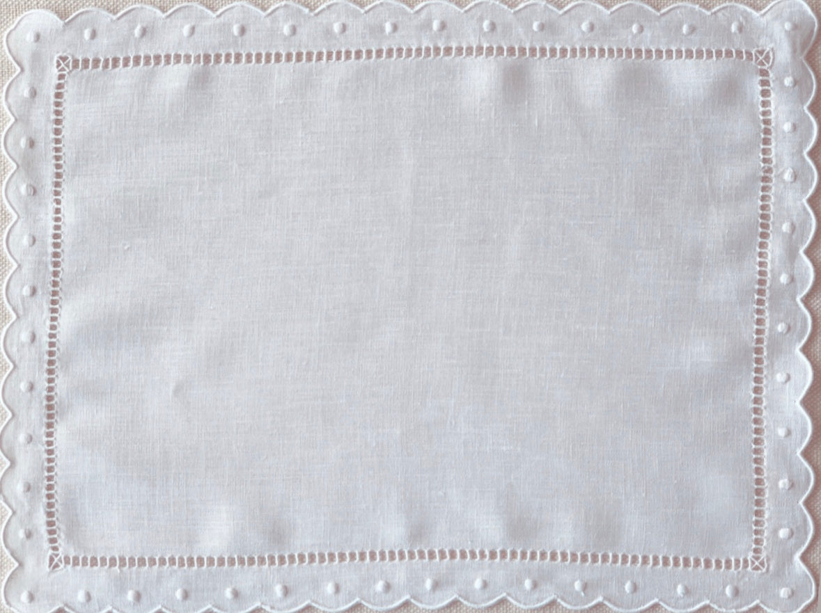 White Scalloped and Dot Placemat