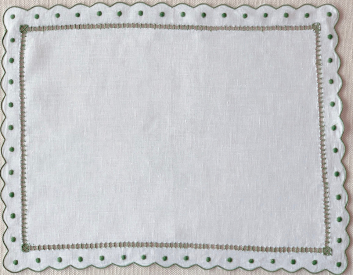 Green and White Scalloped and Dot Placemat