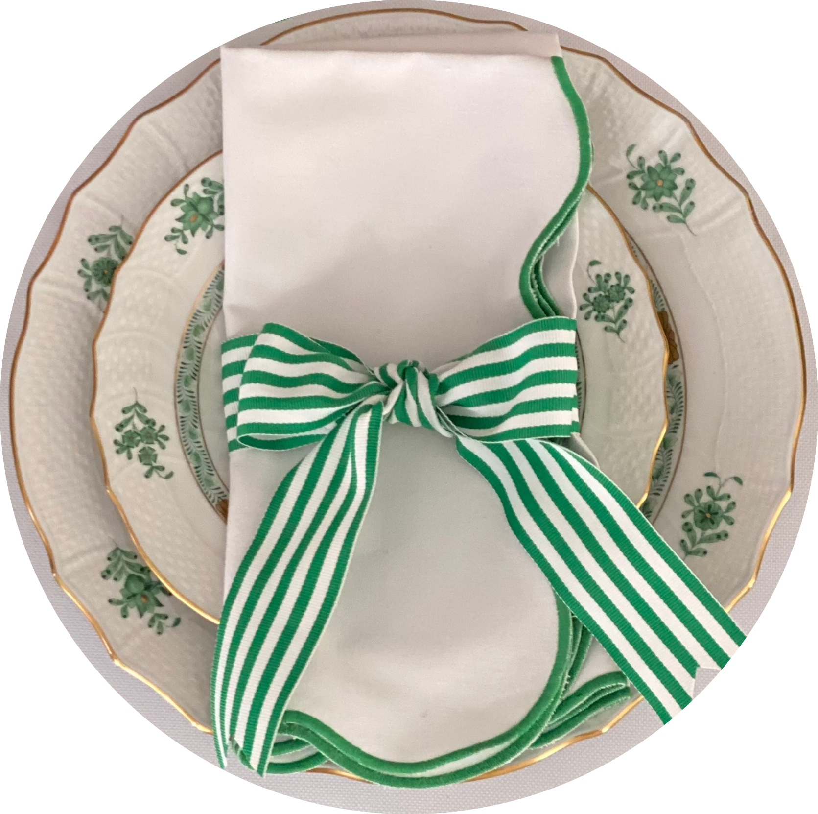 Set of White Napkins with Green Scalloped Edges