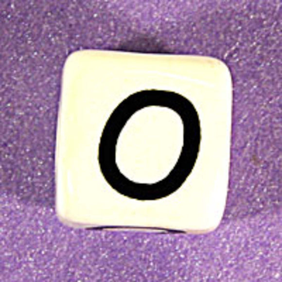 Cm 12mm letter white/black O 10pcs