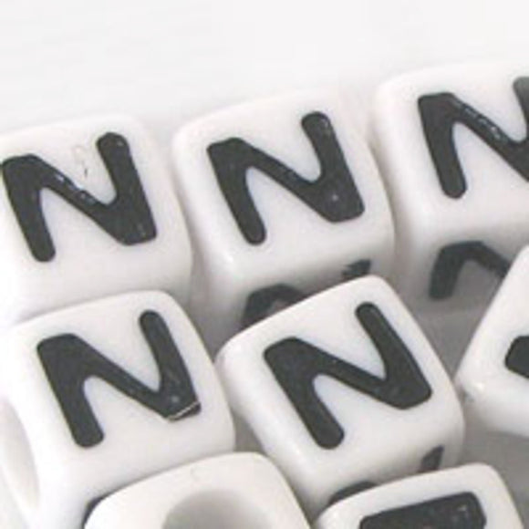 Plas 7mm cube black/white letter N 500p