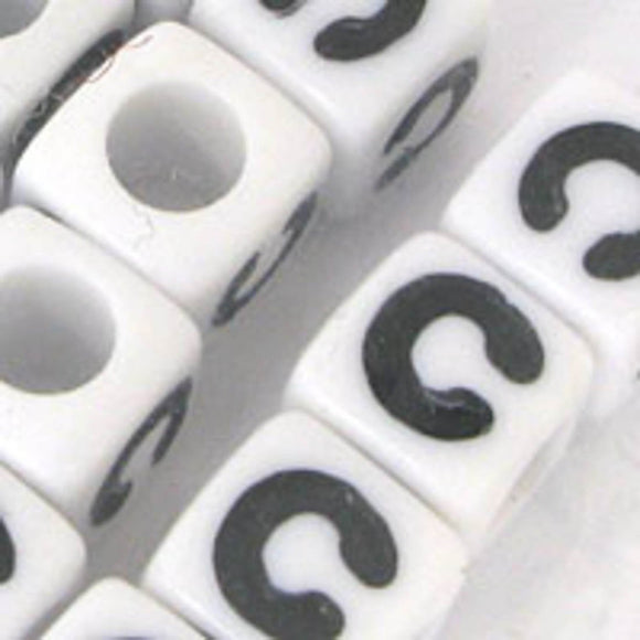Plas 7mm cube black/white letter C 20pcs