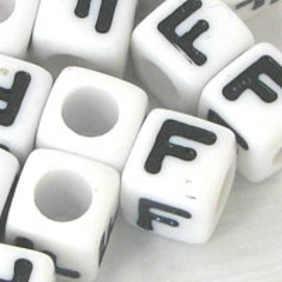 Plas 7mm cube black/white letter F 20pcs