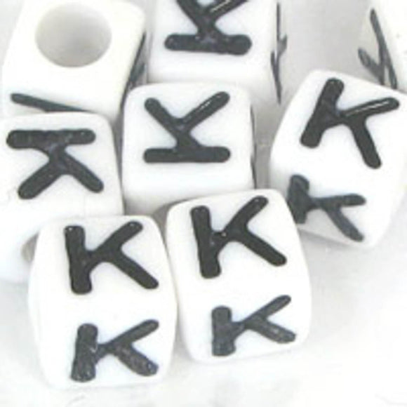 Plas 7mm cube black/white letter K 20pcs