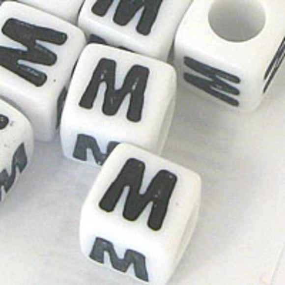 Plas 7mm cube black/white letter M 20pcs