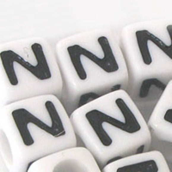 Plas 7mm cube black/white letter N 20pcs