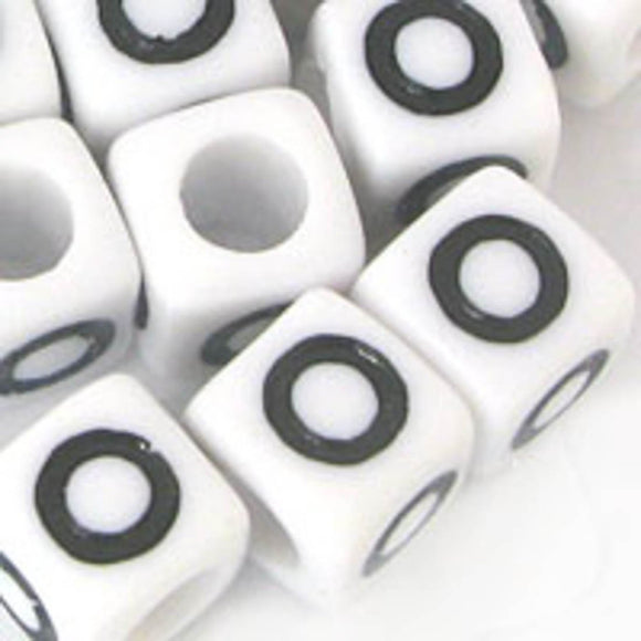 Plas 7mm cube black/white letter O 20pcs