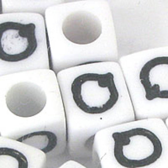 Plas 7mm cube black/white letter Q 20pcs