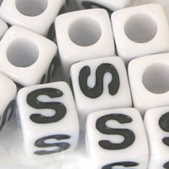 Plas 7mm cube black/white letter S 20pcs