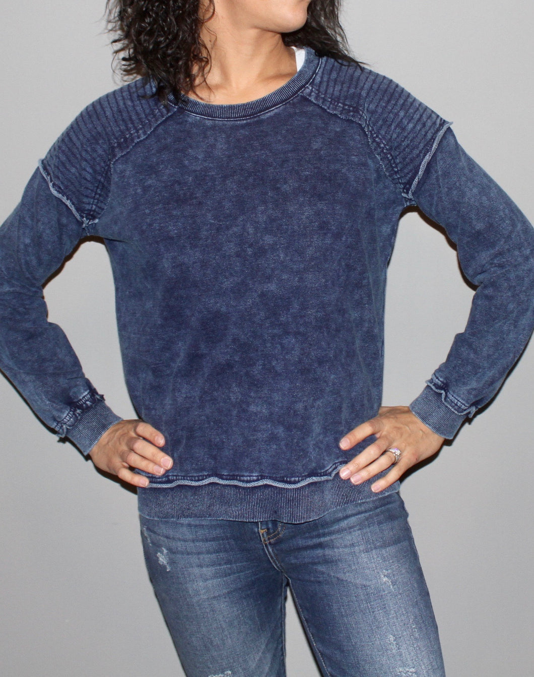 MINERAL WASHED RAW-EDGE FRENCH TERRY SWEATSHIRT