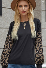 Load image into Gallery viewer, LEOPARD LONG SLEEVE TOP